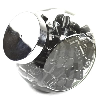 Glazen pot gevuld met 70x flesjes nagelriem olie